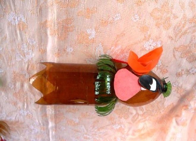 поделка петуха из пластиковых бутылок1