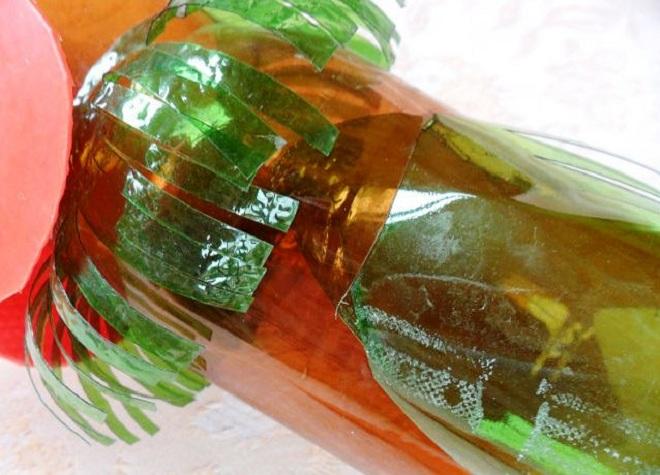 поделка петуха из пластиковых бутылок7