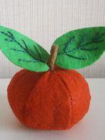 Яблоко из фетра - игрушка своими руками