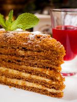 Медовый торт на водяной бане - классический рецепт