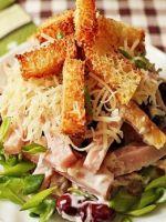 Салат с сухариками - лучшие рецепты аппетитной хрустящей закуски