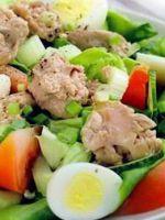Салат из печени трески - классический рецепт вкусной закуски, каждому знакомой