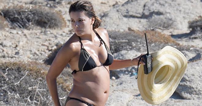 Ева Лонгория показала неспортивную фигуру в купальнике