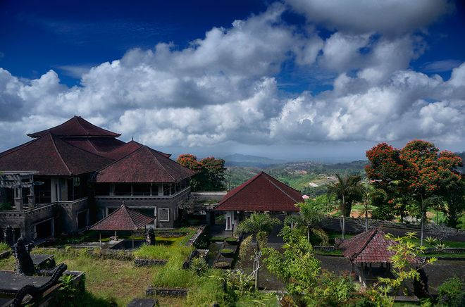 Заброшенный отель Bedugul Taman, Бали