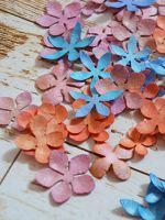 Как сделать бумажные цветы для декора?