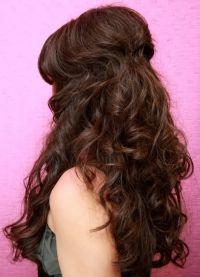 красивые прически с кудрями на длинные волосы 8