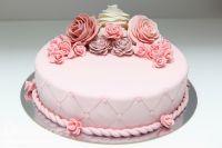 торт украшенный розами из мастики 1