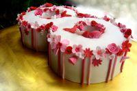 торт украшенный розами из мастики 2
