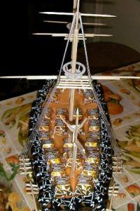 корабль из конфет мастер класс33