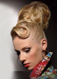 прическа с валиком для волос 1