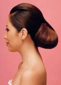 прическа с валиком для волос 3