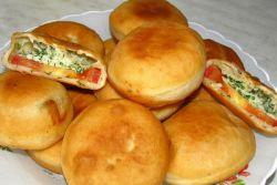 Пирожки бомбочки с помидорами и сыром – рецепт