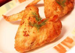 жареные крылышки на сковороде