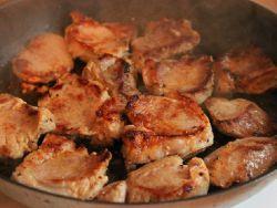 Свиная вырезка, жареная на сковороде