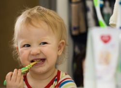 чернеют зубы у ребенка