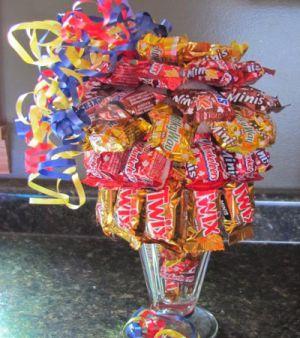 Подарки из конфет5