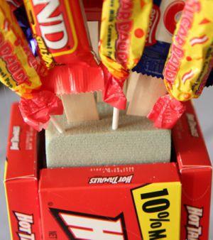 Подарки из конфет9