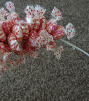 Подарки из конфет21