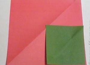 Как сделать розочку из бумаги10
