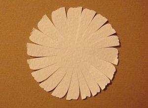 как сделать из бумаги ромашку 4