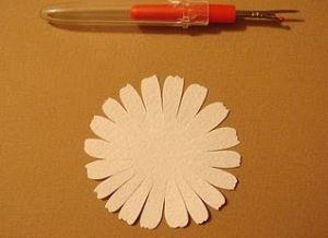 как сделать из бумаги ромашку 6