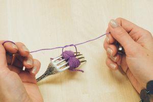 как сделать помпоны из пряжи15