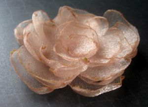 Цветы из органзы своими руками12
