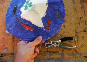 Как сделать парашют из бумаги18