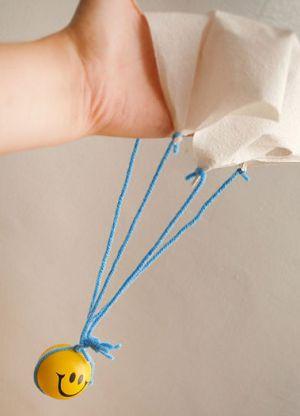 Как сделать парашют из бумаги8
