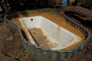 водоем из старой ванны 1