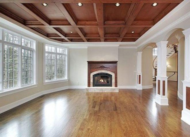 потолок в интерьере гостиной классического стиля