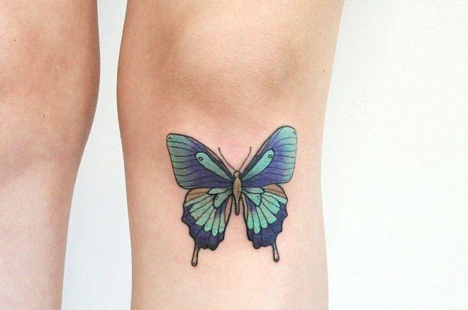 бабочка на ноге под коленом