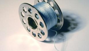 как заправить швейную машинку 2
