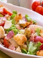 Салат с сухариками и кукурузой
