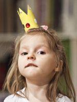 Как сделать корону из бумаги?