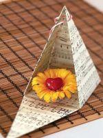 Как сделать пирамиду из картона?