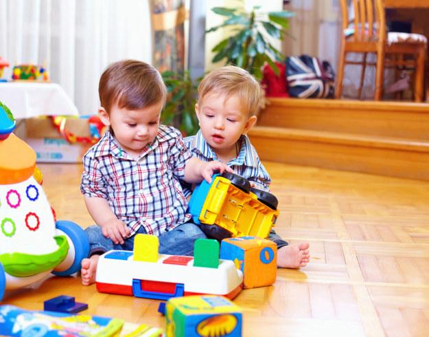 Старый как мир приём - постараться увлечь ребёнка новой игрушкой