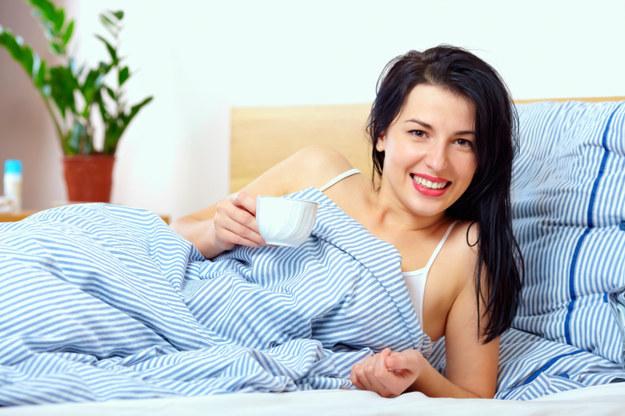 Насладитесь утренней тишиной и кофе в постели