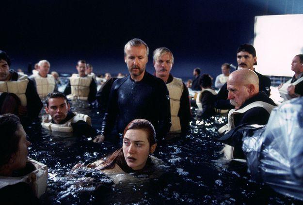 Глубина бассейна, в котором проходили съемки, была около метра