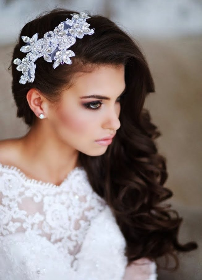 Прическа свадебная на длинные волосы на бок