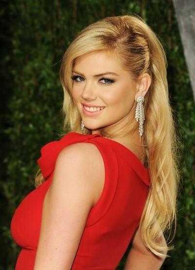 Макияж блондинки под красное платье