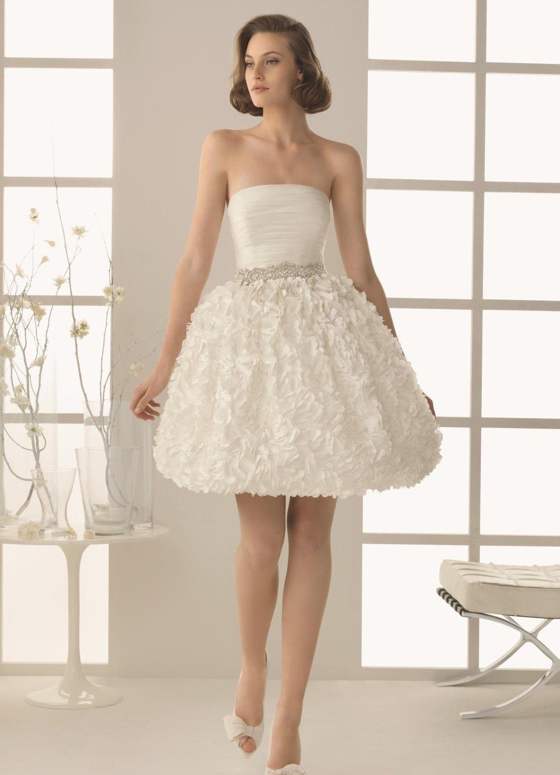 Платье с пышной юбкой на бретельках