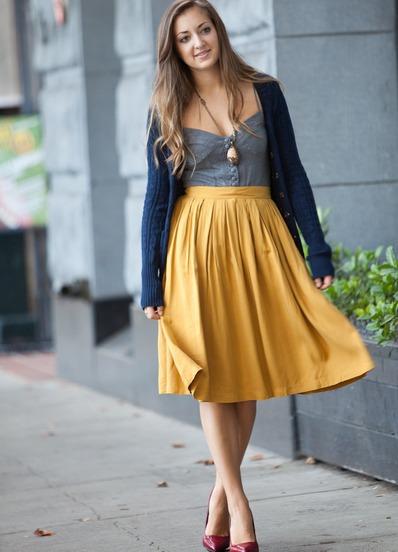 Что сочетается с горчичным цветом юбки