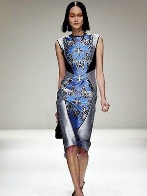 Ткань на платье из легкого шелка