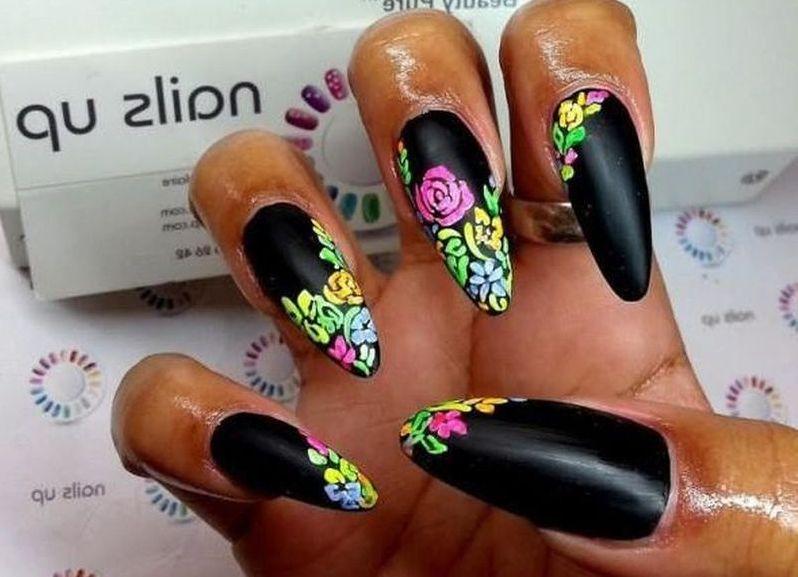 Острые яркие ногти дизайн