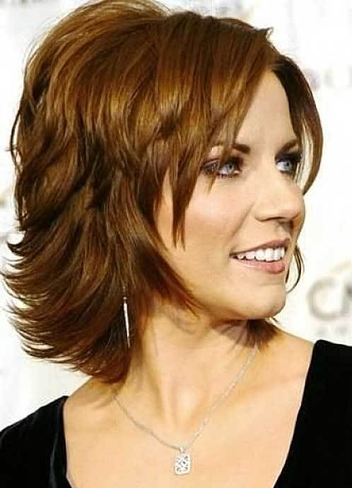 Стильные прически для волос средней длины женские