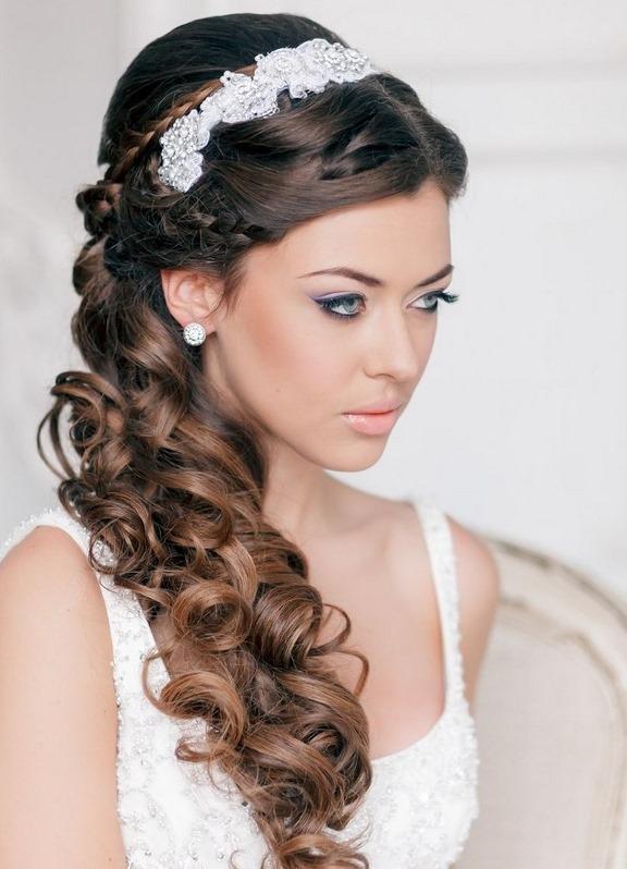 Прическа на свадьбу с фатой и диадемой