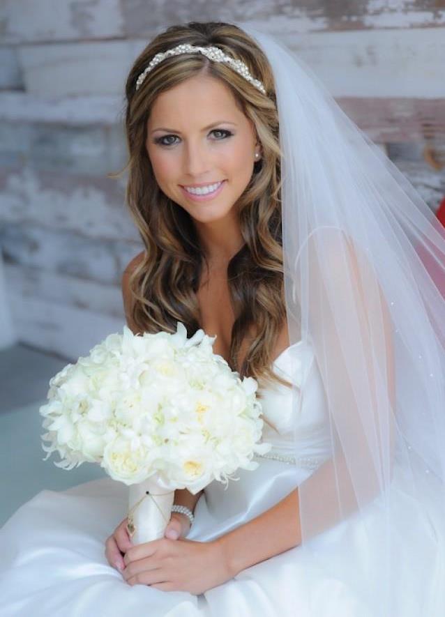 Прическа свадебная на длинные волосы с фатой