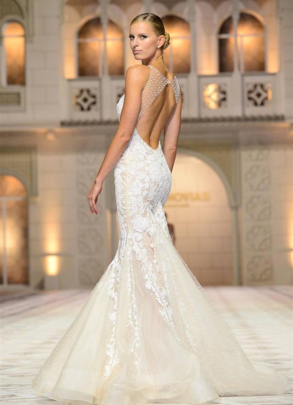 Признанная всем миром компания по производству самых необычных платьев для этого особенного торжества. Вера Вонг