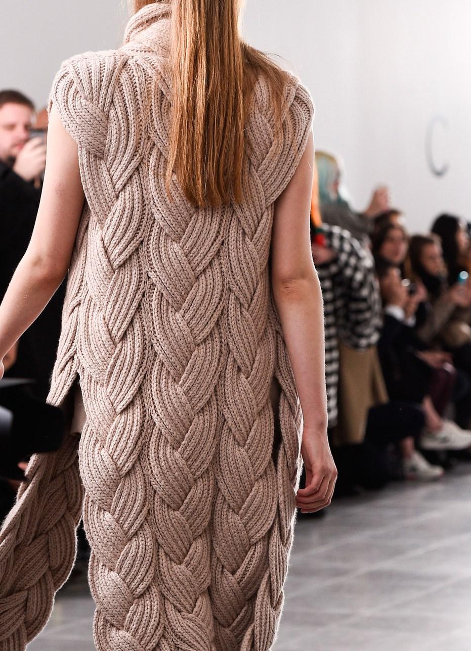 Вязание спицами для женщин модные модели 2018 года шапки
